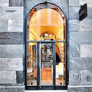 "<div style=""font-family: 'Bodoni regular';"">A NEW MILAN BOUTIQUE</div>"